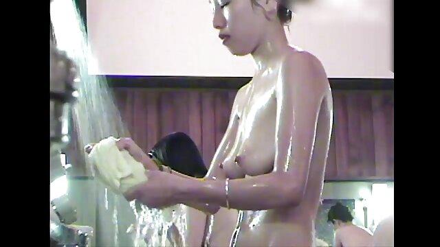 सेक्सी बौछार