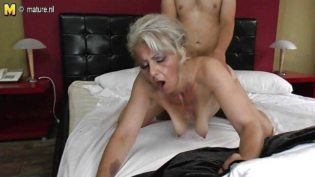 वह पास सो रहा है, जबकि बहन युवा पत्नी सेक्स फिल्म मूवी एक ही बिस्तर में उसके पति की बारी