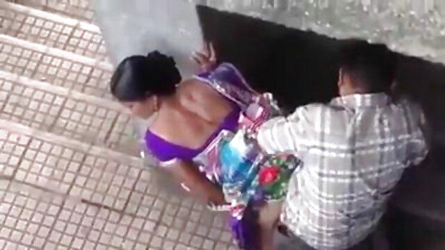 विक्रेता स्थिर मालिक के एक सदस्य के लिए मेज के हिंदी सेक्सी फुल मूवी नीचे घुटनों के बल झुककर, और, निगल, खुले मुंह