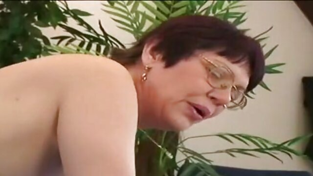 बड़े स्तन के साथ पॉर्न स्टार उसे पैंट हिंदी सेक्सी मूवी वीडियो में में तनाव को दूर करने के लिए अपने प्रशंसकों की मदद